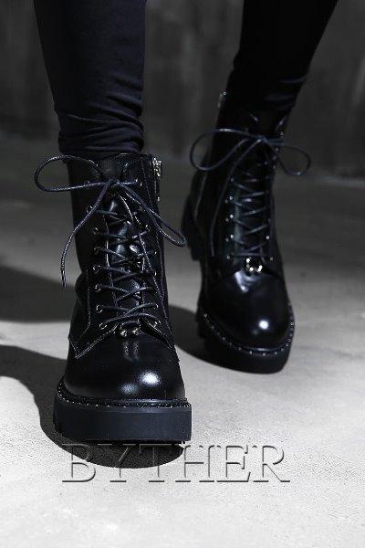 率性格調綁帶拉鍊長靴