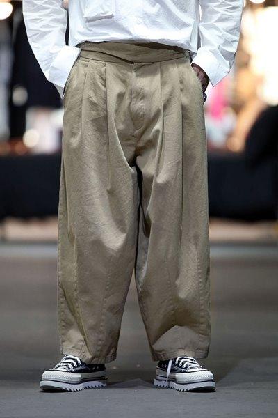极简主义圆筒裤