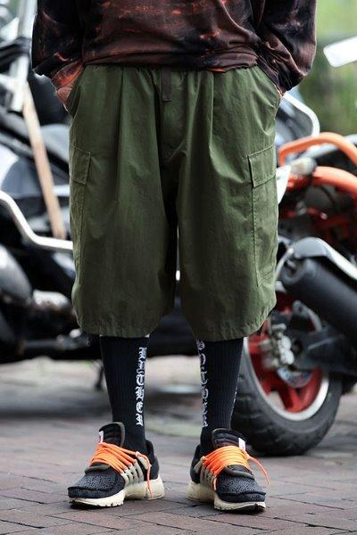 大口袋宽松工装短裤