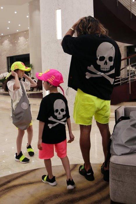 ByTheRByTheR夜光骷髏圖案兒童黑短袖T恤