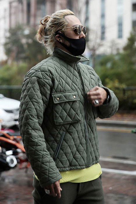 ByTheRDAILY LOOK (The R)