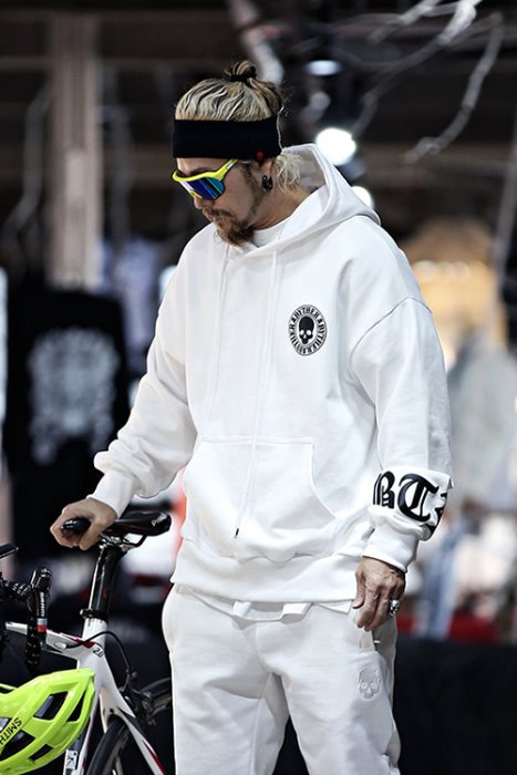 ByTheRByTheR Skull Logo Embossed Relaxed Fit Hoodie White