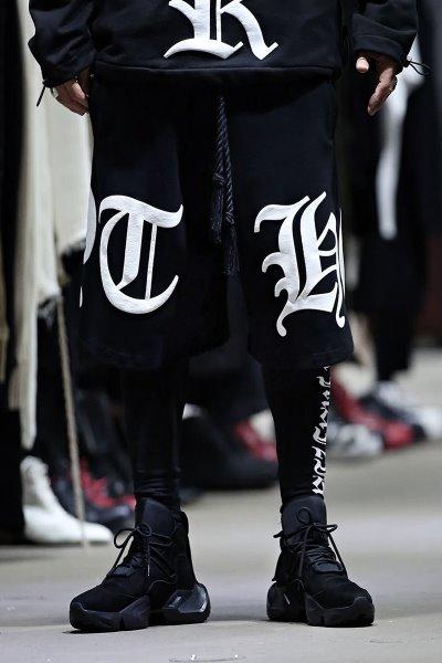 ByTheRByTheR大字母印刷宽松短裤