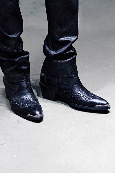 ByTheR紳士風雕花拉鍊中跟短靴