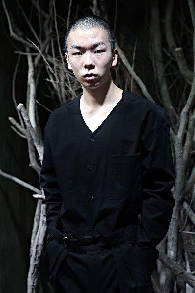 ByTheR简约V领系扣衬衫