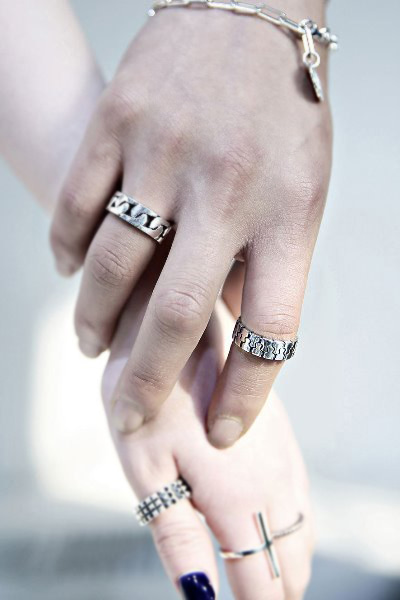 ByTheRZipper silhouette clear silver ring