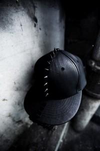 ByTheRByTheR 鉚釘造型皮革平板帽