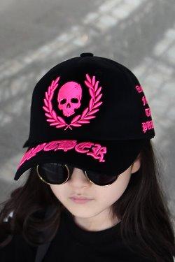 ByTheRByTheR霓虹字母刺繡黑色棒球帽