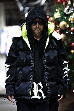 ByTheRByTheR黑色与霓虹色组合两穿羽绒夹克