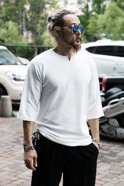ByTheRWave embossed slit neck 7-piece T-shirt