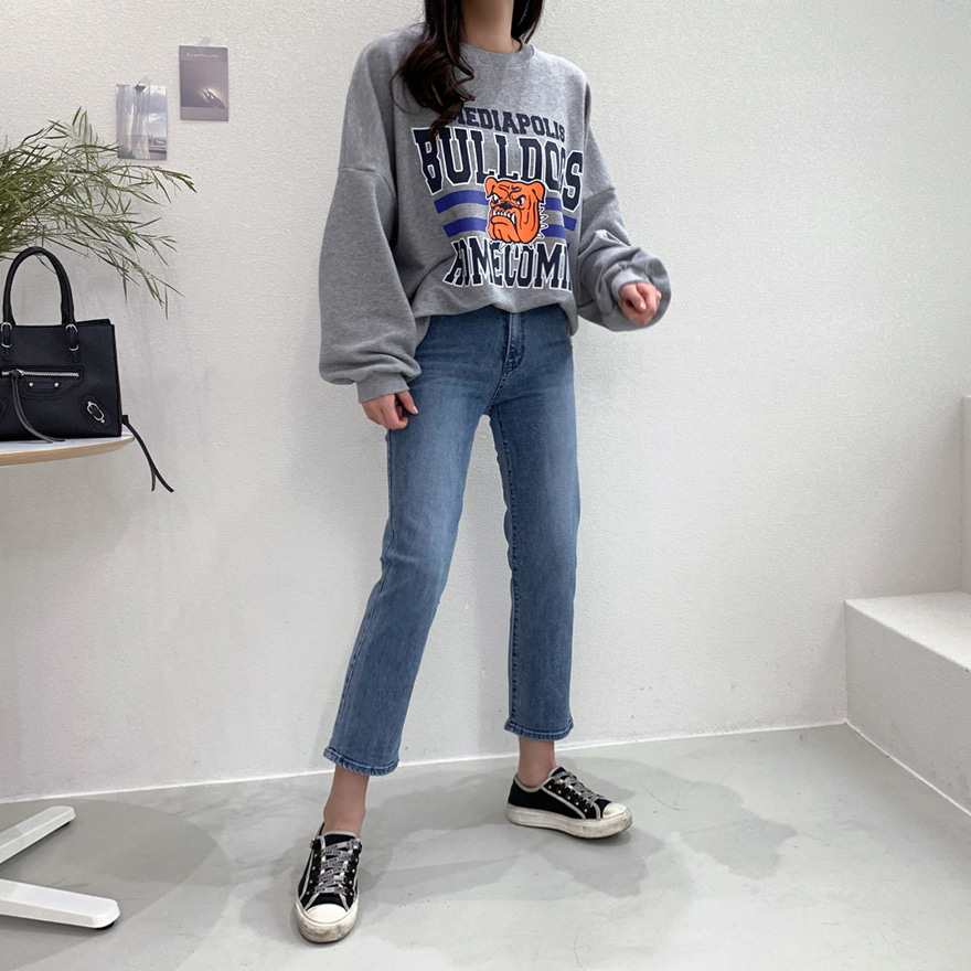 Concealed Banded Waist Straight Cut Jeans