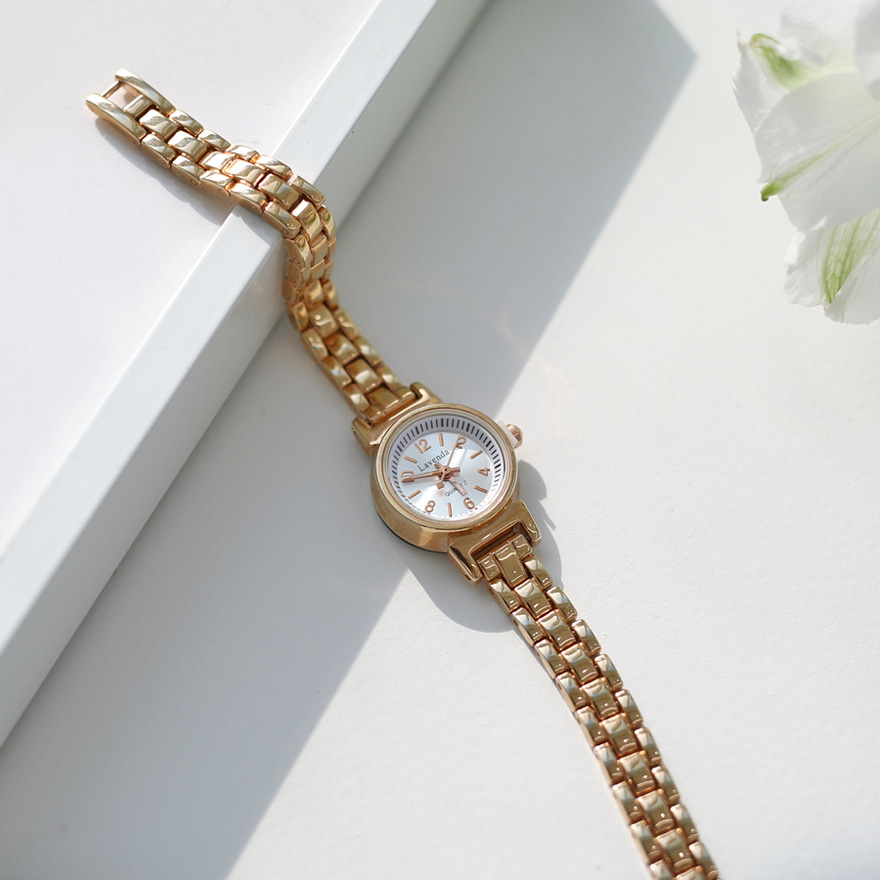 Metal Strap Round Face Wristwatch
