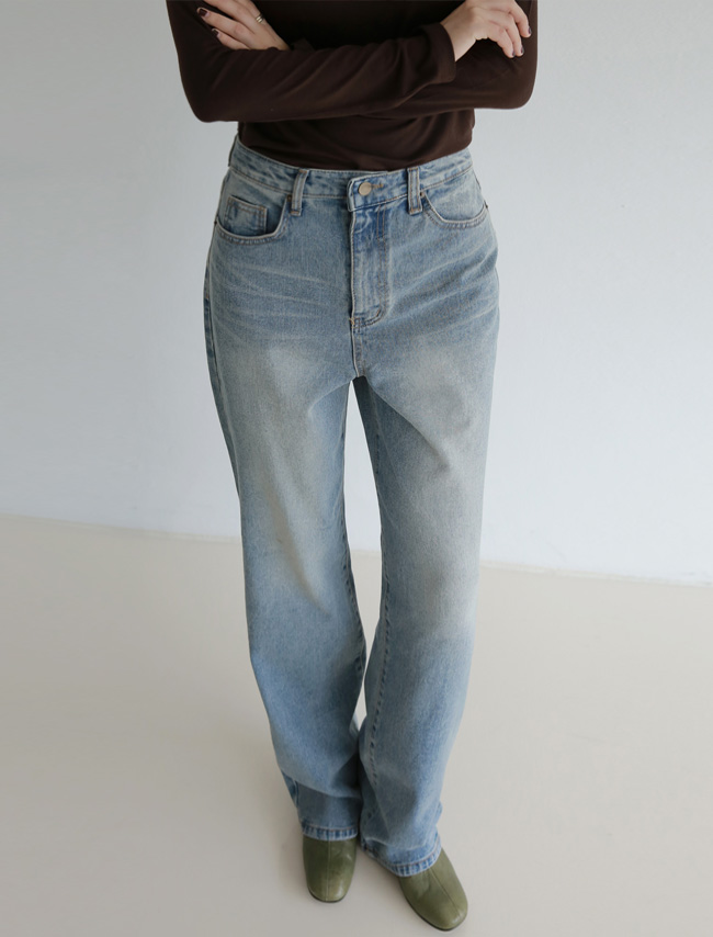 Faded Wash Baggy Jeans