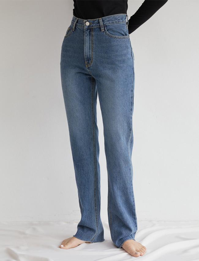 Straight Cut Blue Jeans