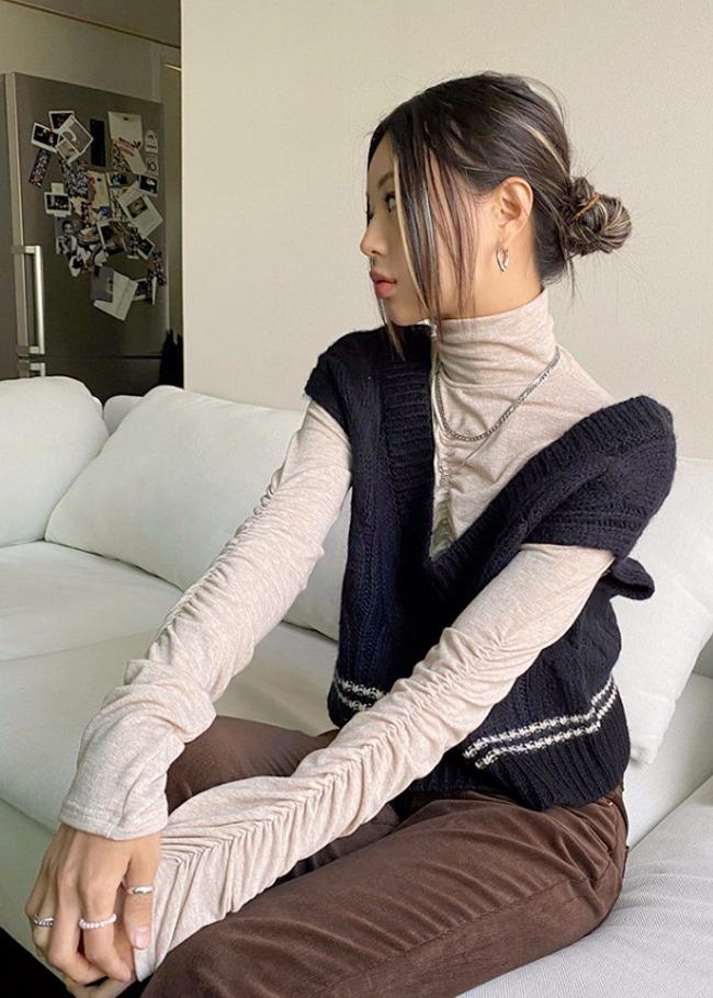 Woolen Crop Cable Knit Vest