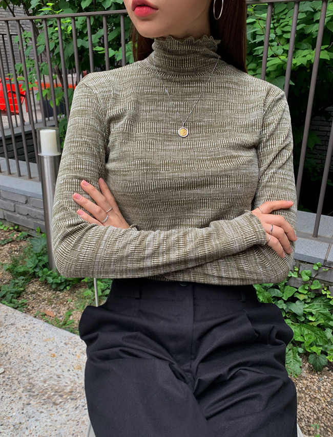 Lettuce-Edged Turtleneck T-Shirt
