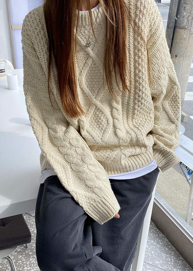 Loose Fit Round Neck Cable Knit Top