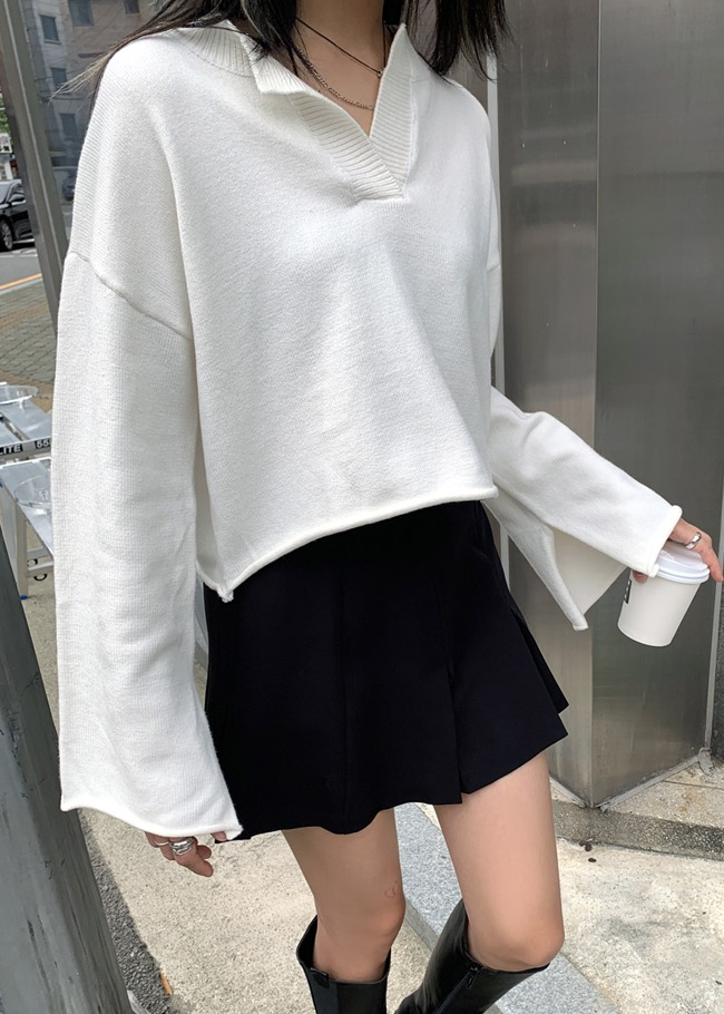 Collared V-Neck Cropped Knit Top