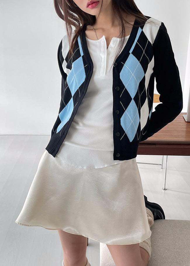 Argyle Pattern Front V-Neck Cardigan