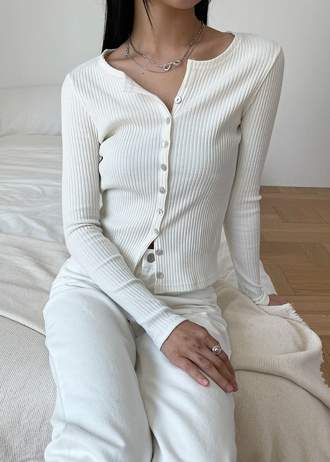 Round Neck Buttoned Cardigan