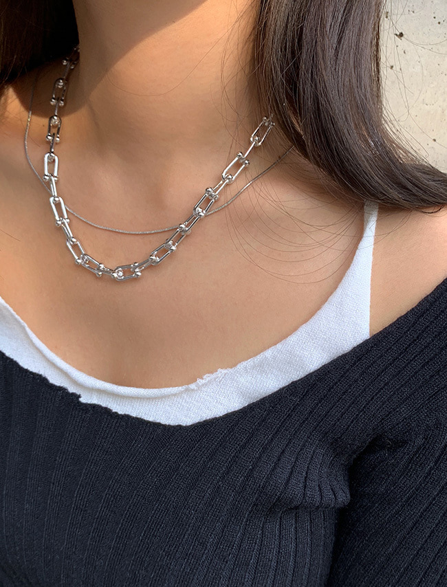 Glossy Metallic Chain Link Necklace