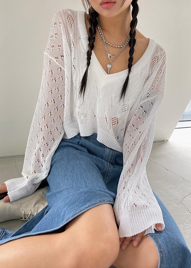 Loose V-Neck Cropped Knit Top