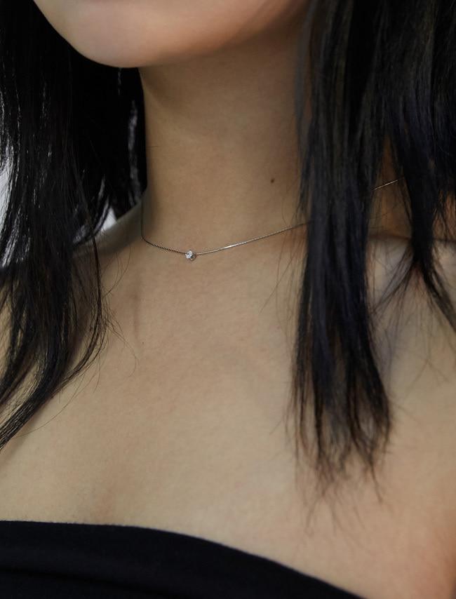 低調光采圓綴飾銀質項鍊