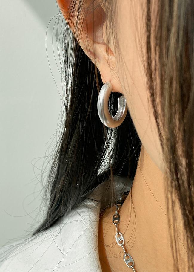 輕奢感啞光C字耳環