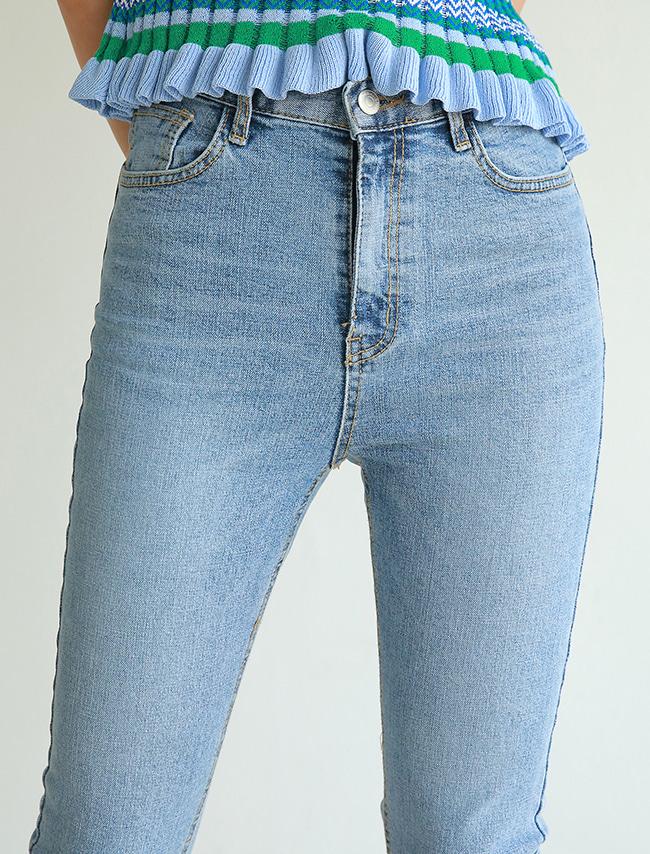 DARKVICTORY修身貼腿五分牛仔褲(淺牛仔藍色)