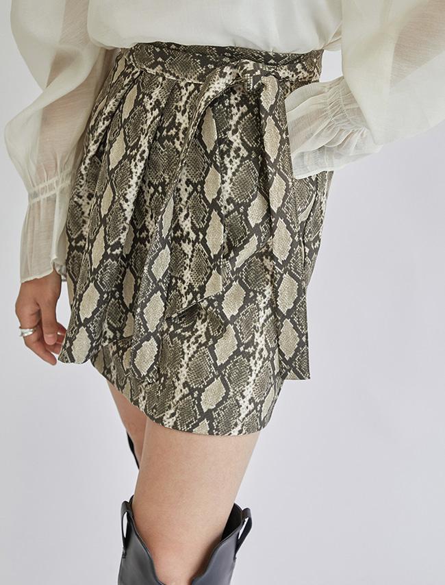 DARKVICTORY時尚蛇紋側綁帶A字短裙