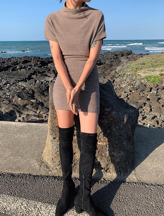 DARKVICTORY極簡風立領修身短袖洋裝