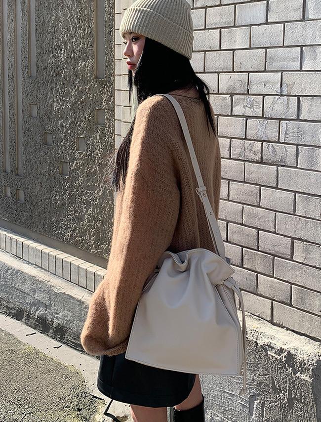 DARKVICTORY單色皮革束口肩背水桶包