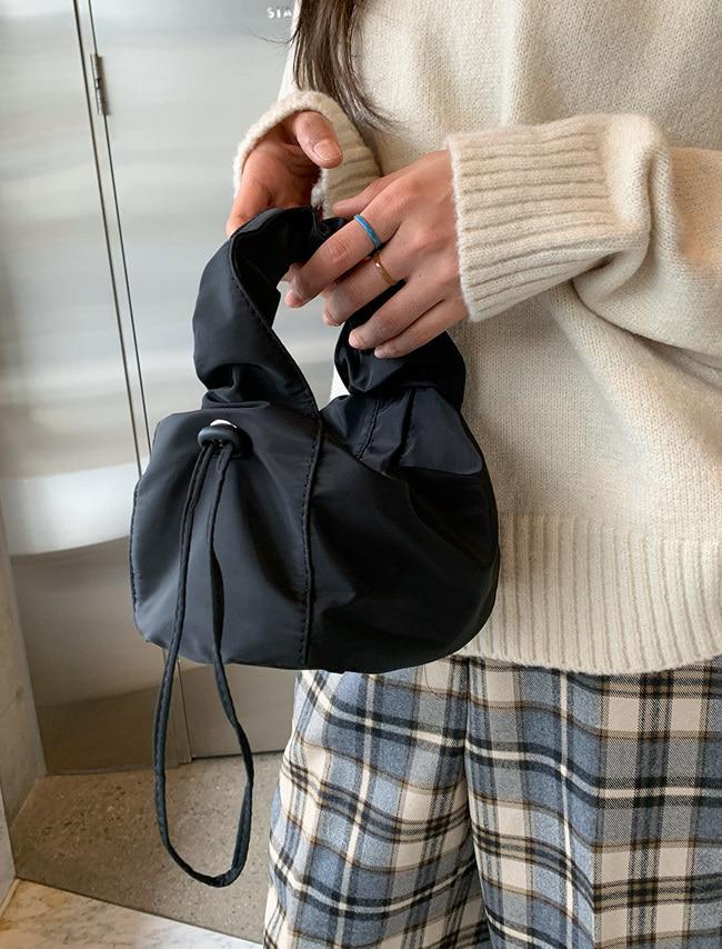 DARKVICTORY抽繩設計素色手提小包