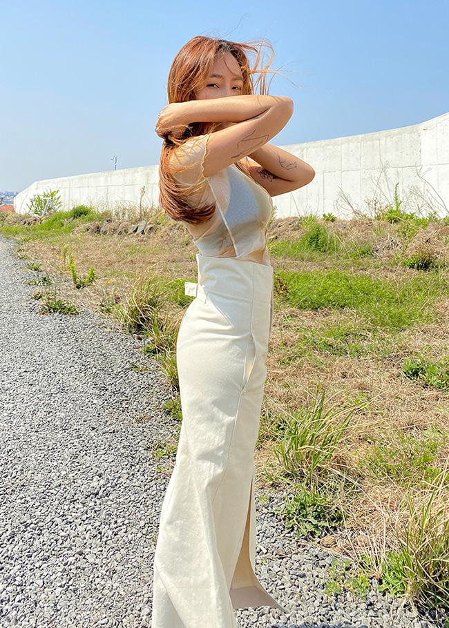 DARKVICTORY後腰釦帶無印開高衩長裙