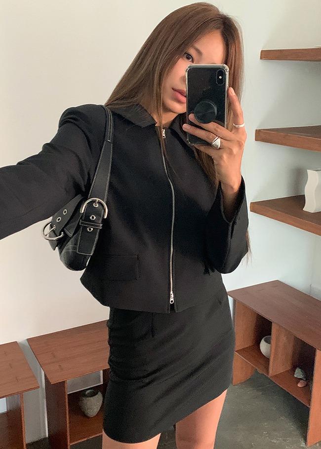 DARKVICTORY[套裝]極簡單色翻領墊肩外套+後拉鍊短裙