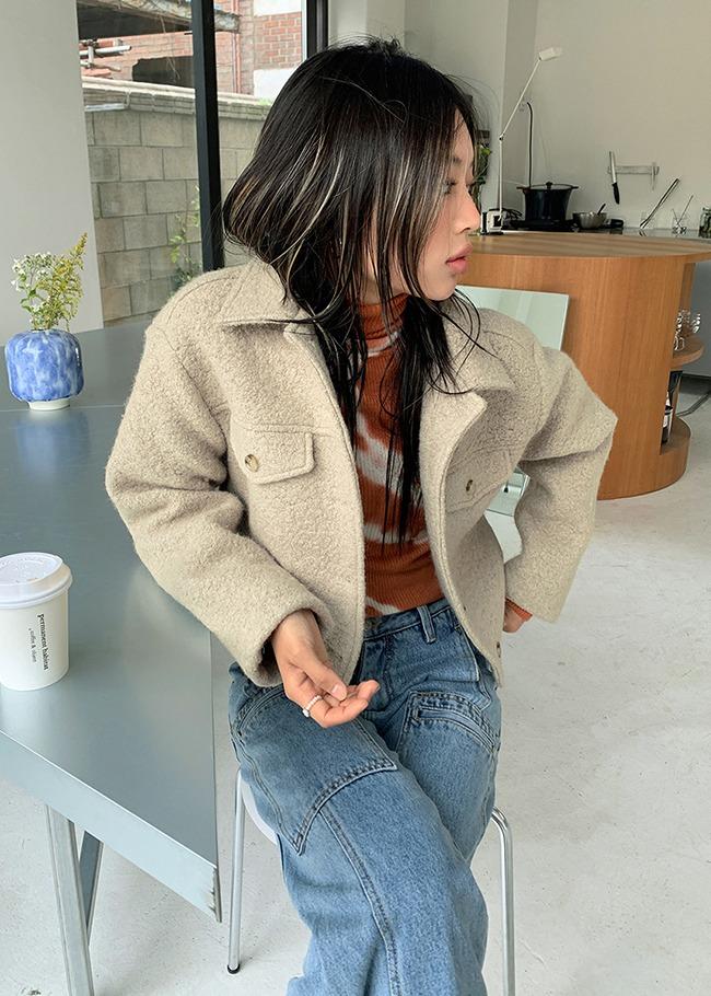 DARKVICTORY翻領短版混羊毛琥珀釦外套