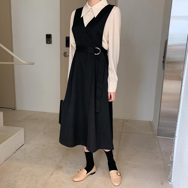 層疊襬V領雙環釦帶背心洋裝