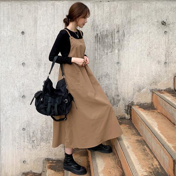 琥珀釦A字傘襬吊帶洋裝