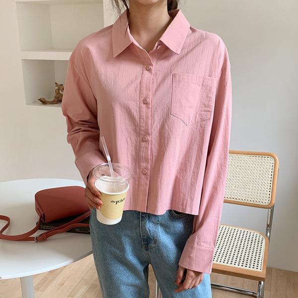 同色釦飾單口袋短版襯衫