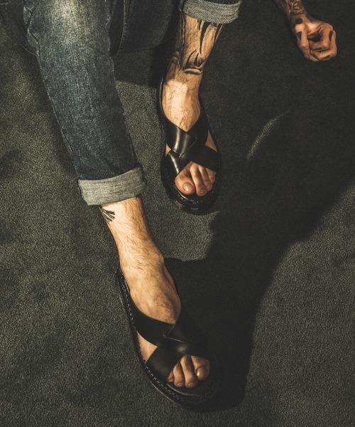 S066 핸더슨 크로스 스트랩 샌들 밴타블랙