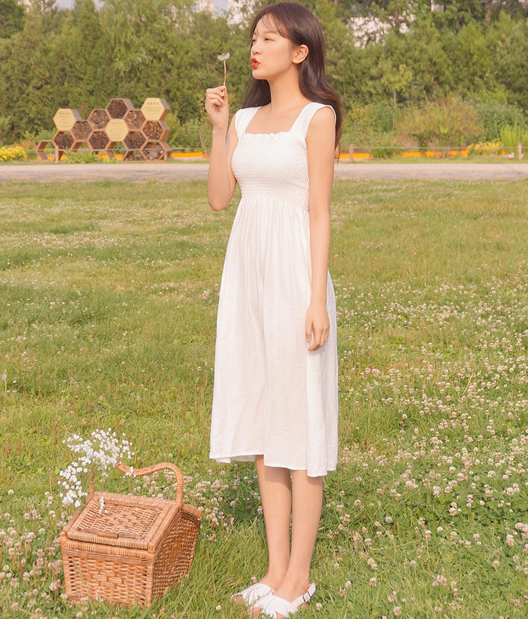ROMANTIC MUSESolid Tone Sleeveless Dress
