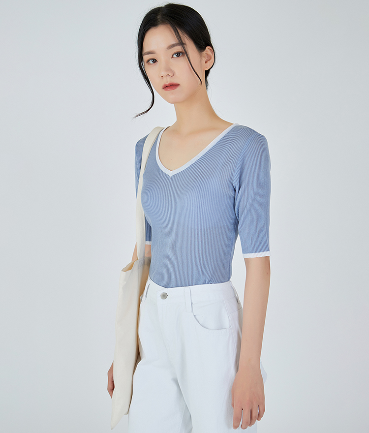 ESSAYContrast V-Neck Knit Top