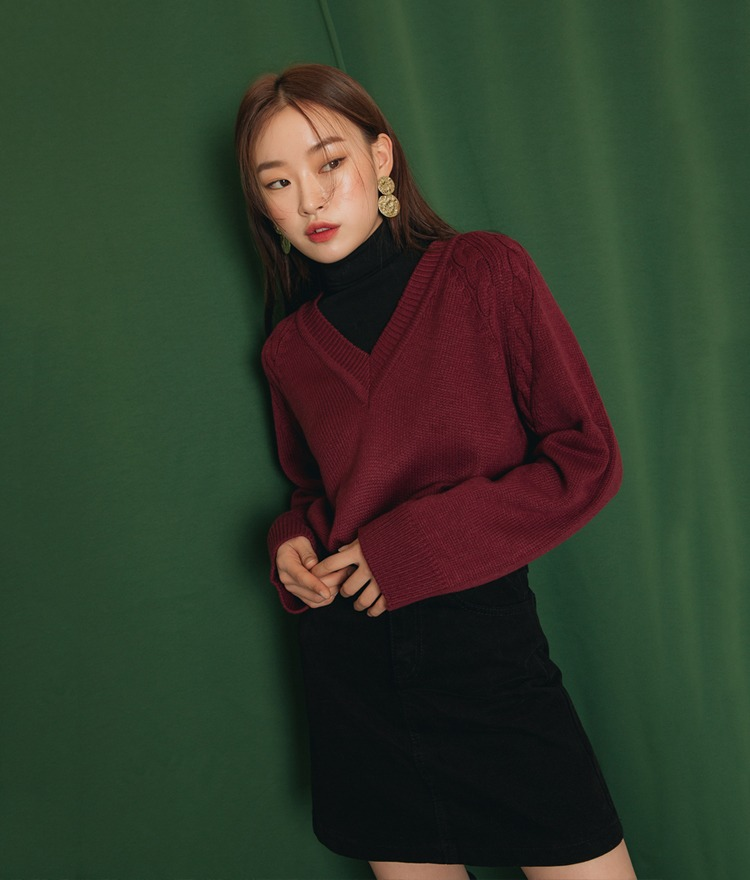 QUIETLABV-Neck Raglan Knit Top