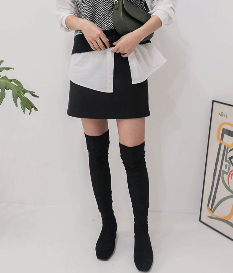 ESSAYSquare Toe Over-The-Knee Boots