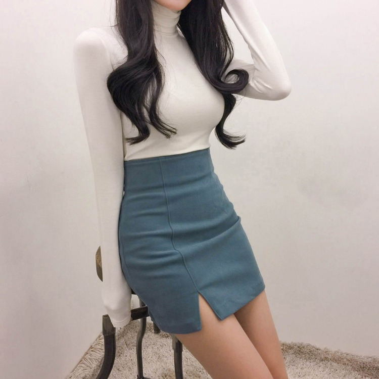 ROMANTIC MUSEOff-Center Slit Mini Skirt