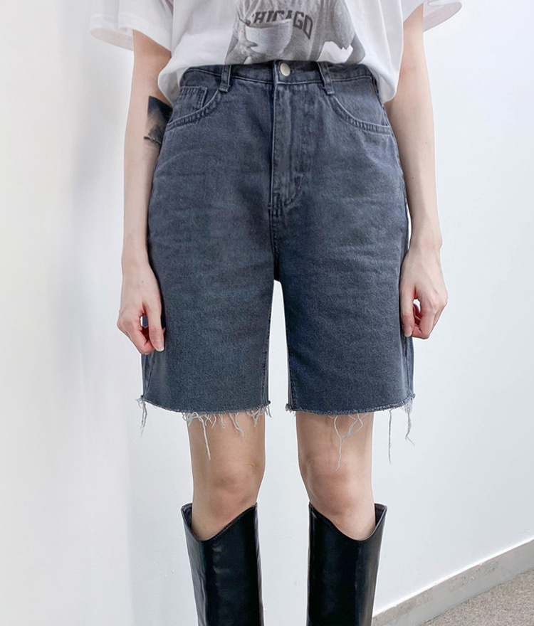 QUIETLABFrayed Hem Loose Denim Shorts