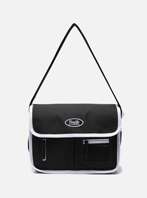 DAYLIFE MAIL MESSENGER BAG (BLACK/WHITE)