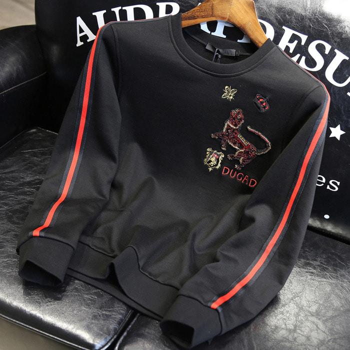 105763 GU 듀가드 멀티패치 슬리브라인 맨투맨 티셔츠 (Black)