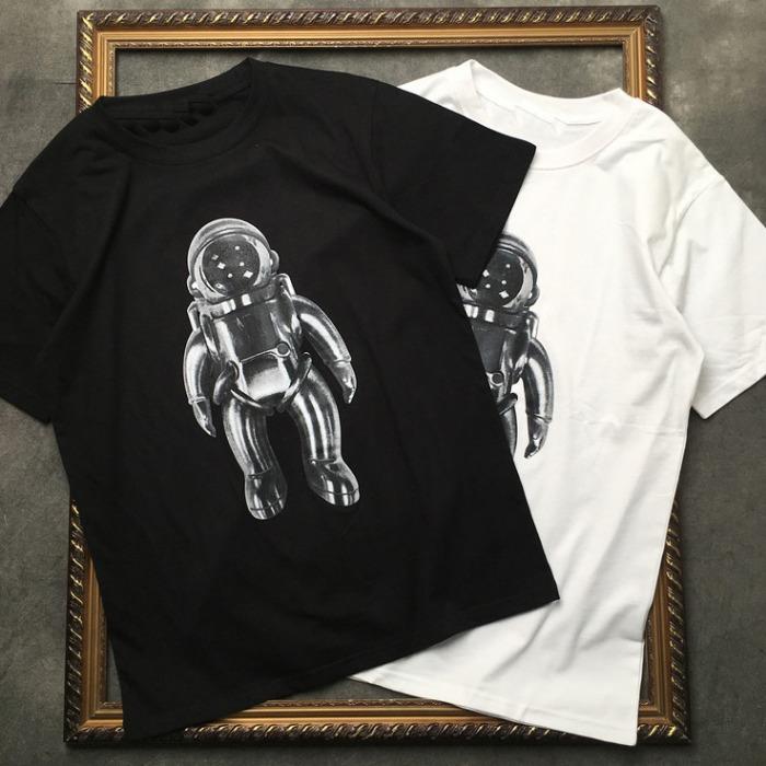 106960 SU 스페이스 아스트로넌트 하프 티셔츠 (2Color)