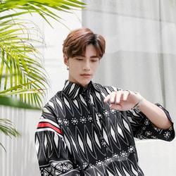 100545 유니크라인 다이아몬드 패턴 하프 셔츠 (Black)
